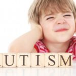 What are the early signs of autism in children