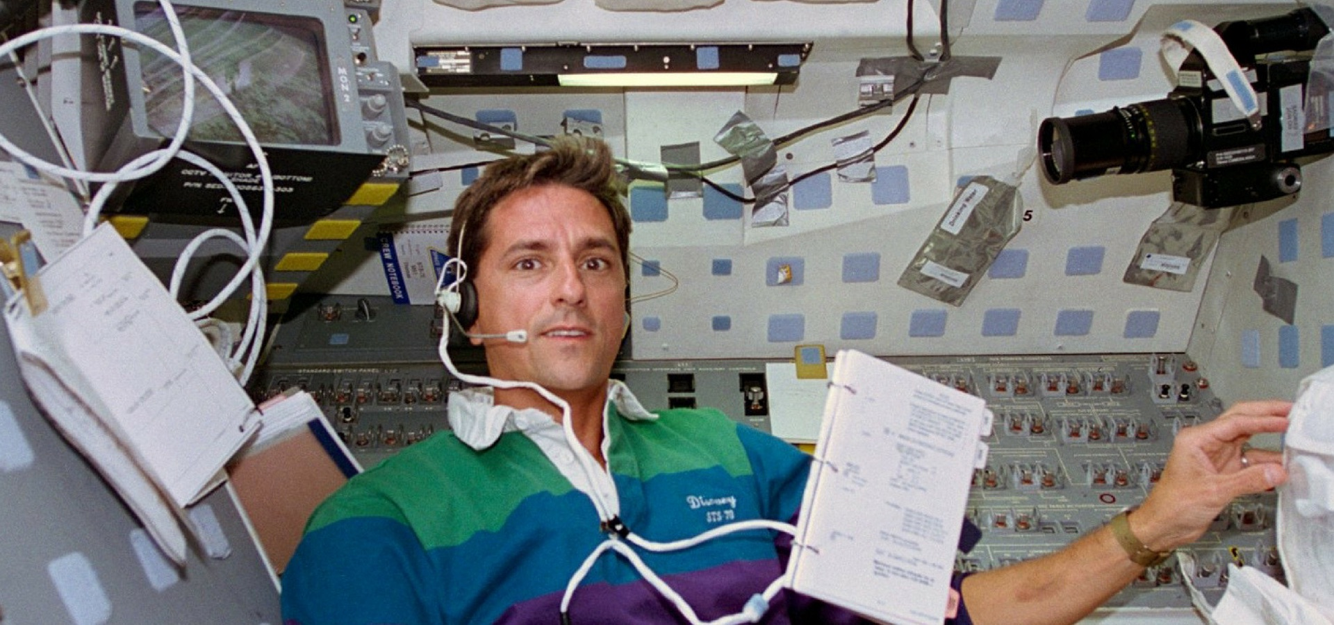 astronaut gives home tour in space - photo #10